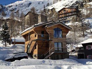 Le Chalet des Boisses: Chalet 4* ski in/out - hammam+jacuzzi