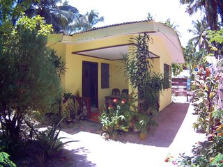Yellow House (3Bedrooms, 2mins. walk to the beach)
