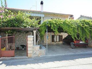 Two bedroom apartment Supetar (Brač) (A-16807-a)