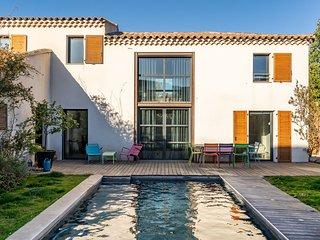 Villa contemporaine avec piscine chauffee