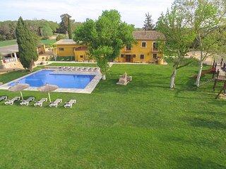 Magnificent villa- 15 bedrms- XXL Pool -Panoramic view - Costa brava & Barcelona