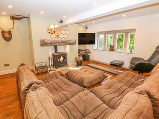 SHILOH FARM, Woodburner, WiFi, Off-road parking, Oldham