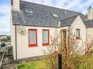 25 LANGLANDS TERRACE, WiFi, Enclosed garden, Country views, Scottish Highlands