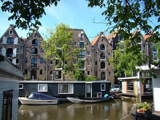 LUXURY IN THE MIDDLE OF JORDAAN DISTRICT