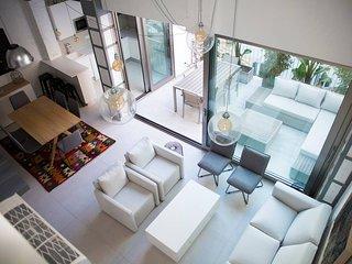 M House: Apartamento con terraza cerca de puerto, playa y metro