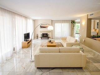Playa Duque Marbella Villa Sleeps 8 with Pool and Air Con - 5782303