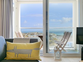 No 6 Godrevy Terrace perfect St Ives bolt hole with stunning sea view