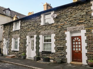 OLD CODGERS COTTAGE, WiFi, Windermere