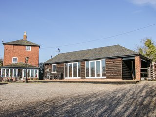 TOLL KEEPERS LODGE, Off-road parking, WiFi, Romantic, Whixall