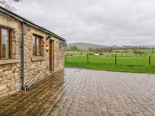 ORCABER FARM RETREAT, enclosed garden, WiFi, Austwick