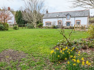 THE OLD STABLES, woodburner, rural location, in Exford