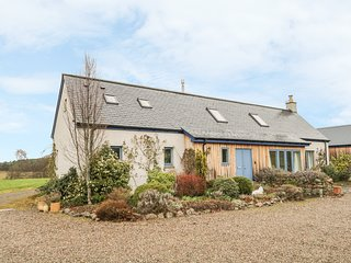 KENNEL COTTAGE, Woodburner, WiFi, Pet-friendly, Nairn
