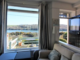 Harbour House: Riverside Cottage with 2 Terraces & Stunning Views of Fowey River