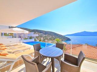Kalkan Villa Sleeps 6 with Pool and Air Con - 5782302