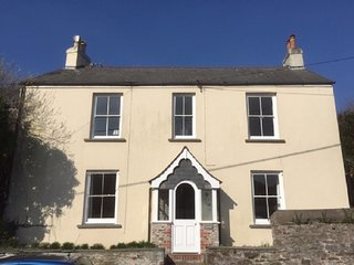 Delightful 3 Bedroom Cottage in Millbrook, Cornwall