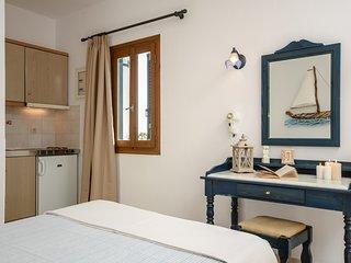 GLARONISSI BEACH (1-Bedroom Apartment Unit 2)
