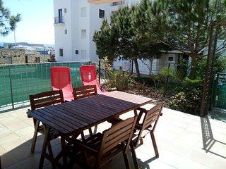 Precioso apartamento de dos dormitorios con amplia terraza en urbanización ideal