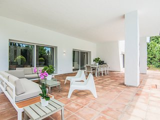 Playa Duque Marbella Villa Sleeps 8 with Pool and Air Con - 5782306