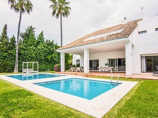 4 bedroom Villa with Pool, Air Con and WiFi - 5782306