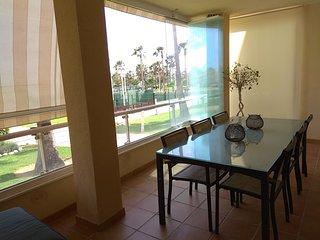 SA03 - Lujoso apartamento de 3 dormitorios en complejo de primera linea.