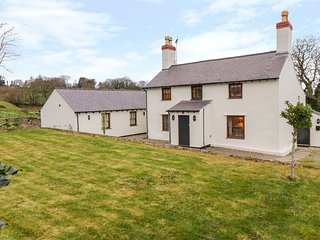 PEN Y BRYN COTTAGE, WiFi, pet-friendly near Llandudno Junction