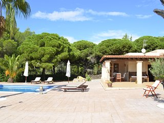 QUIET COUNTRY HOUSE WITH POOL, BBQ, IT'S 5 KM FROM IBIZA CITY  AND 6 KM FROM THE