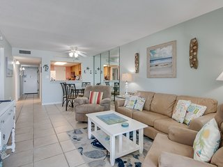 Beachfront condo with stunning gulf views, shared pool, bbq & fitness room