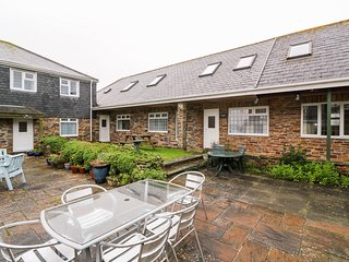 TYNK, pet-friendly, allocated parking, Harlyn Bay
