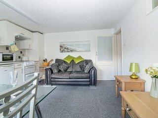 LAWNSIDE open-plan accommodation close to beach, Paignton