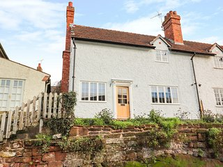 2 ROCK COTTAGES, charming cottage with open fire, Farndon
