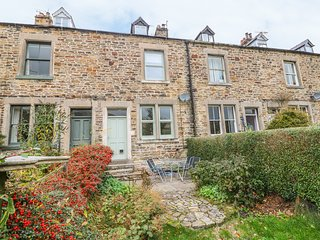 13 HOPE ROAD, woodburner, 3 bedrooms, WiFi, Edale