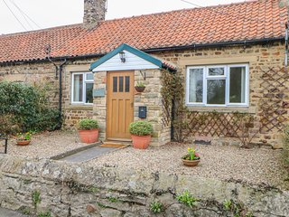 ROSE COTTAGE, WiFi, Electric fire, Pet-friendly, Winston