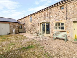 SWALLOWS BARN, pet-friendly, woodburner, Mickleton