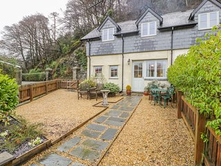 1 RECTORY COTTAGE, Grade II listed, Wifi, in Maentwrog, Ref 982633