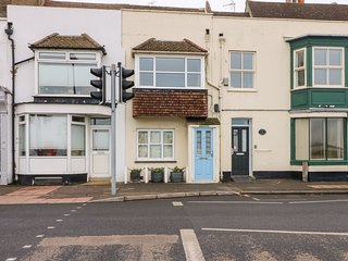 LA PLAGE, sea views, close to amenities, in Walmer