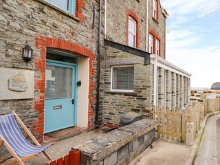 ROCK HOUSE, WiFi, Pet-friendly, Enclosed courtyard, Trebarwith Strand