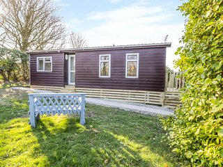 CABAN Y FELIN, All ground floor, WiFi, Decked veranda, Llanrhyddlad