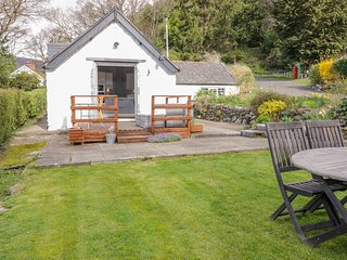 PEN Y FELIN, enclosed garden, woodburner, Rowen