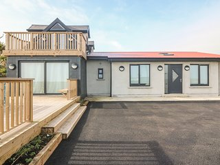 CLONARD BEACH HOUSE, sea views, WiFi, near Youghal