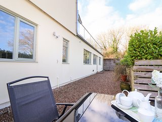 CUMBRAE RETREAT, spacious, WiFi, Newlyn