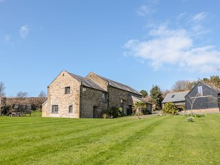 LINHAM BARN, large garden, games room, Kingsbridge