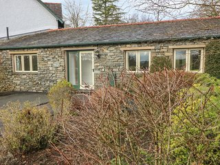 APPLE TREE COTTAGE, off-road parking, near Troutbeck Bridge
