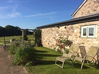 OWL BARN, ground floor, pet-friendly, wide doorways, wet room, WiFi, near