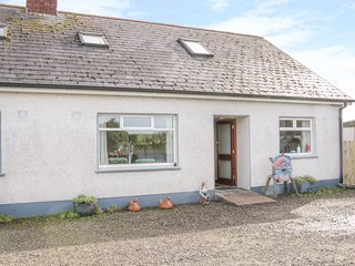 MAHON COTTAGES, open fire, dog-friendly, near Cootehill