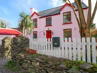 THE OLD BARRACKS, pet-friendly, WiFi, in Caherdaniel