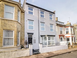 THE SEA, close to beachfront, en-suite, Great Yarmouth