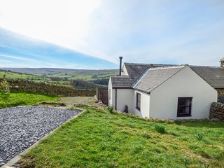 DALE VIEW COTTAGE, pet-friendly, multi-fuel stove, Allendale
