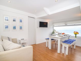 THE LOFT, WiFi, sea views, Mevagissey