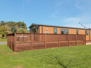 CHESTNUT LODGE, WiFi, Electric fire, Open-plan living, Runswick Bay
