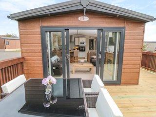 CHESTNUT LODGE, WiFi, Electric fire, Open-plan living, Runswick Bay